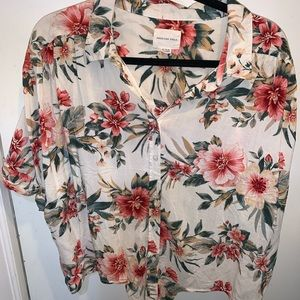 American Eagle Hawaiian Button Down Shirt